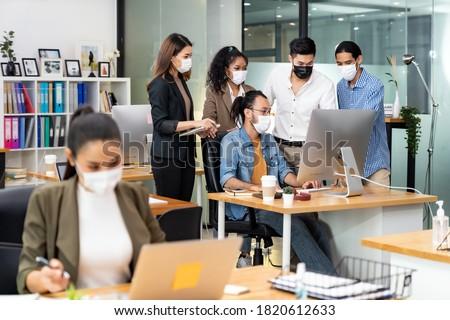 Afryki czarny asian pracownik biurowy twarz maska Zdjęcia stock © vichie81