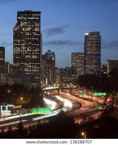 Eyaletler arası karayolu şehir merkezinde Seattle ufuk çizgisi araçlar Stok fotoğraf © cboswell