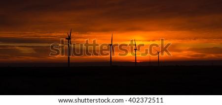 szélturbinák · naplemente · szélturbina · farm · szeszélyes · fókuszált - stock fotó © cboswell
