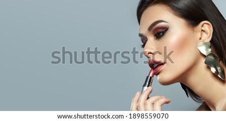 Portre genç güzel kadın bijuteri parlak bokeh Stok fotoğraf © artfotodima