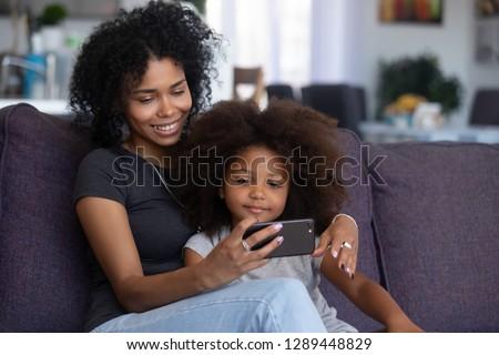 Stok fotoğraf: Portre · mutlu · kız · ebeveyn · oynama · sanal