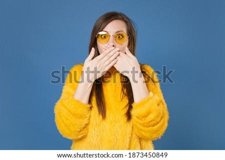 Scioccato bruna donna maglione Foto d'archivio © deandrobot