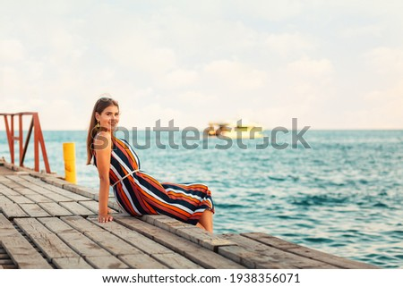 Viajar turista mulher pier belo ver Foto stock © artfotodima