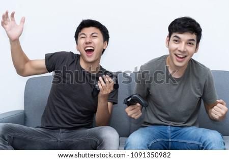 ázsiai derűs fiú játszik videojátékok online Stock fotó © deandrobot