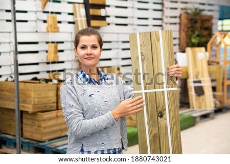 Portré felnőtt női vásárló hardver bolt Stock fotó © Lopolo