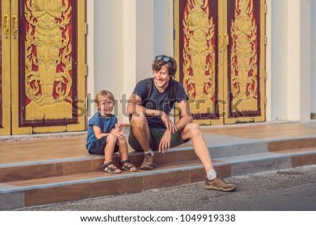 Vader zoon toeristen thai tempel phuket stad Stockfoto © galitskaya