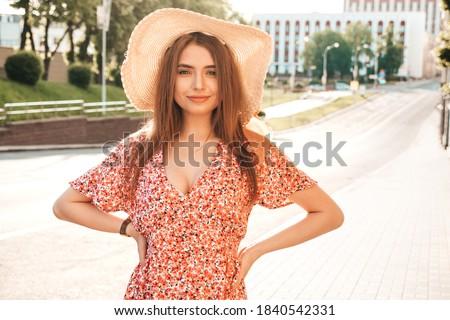 retrato · feliz · mulher · jovem · traje - foto stock © hasloo