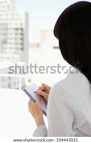 Stockfoto: Vrouw · Maakt · een · reservekopie · schrijven · notepad · business