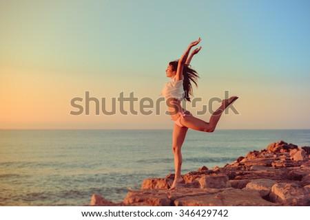 praia · biquíni · corpo · sensual · esbelto · pernas - foto stock © iordani