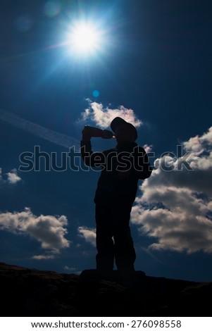 Jongen rugzak veldfles permanente pad bos Stockfoto © wavebreak_media