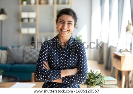 lifestyle · mensen · jonge · mooie · glimlachend · indian - stockfoto © iordani