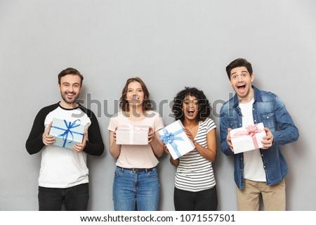 álmodik izgatott fiatal csoport barátok áll Stock fotó © deandrobot