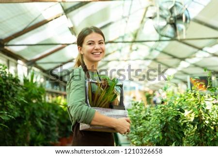 mulher · em · pé · estufa · retrato · árvore · jardim - foto stock © deandrobot