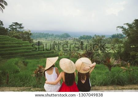 jonge · vrouw · reiziger · mooie · rijst · beroemd · bali - stockfoto © galitskaya