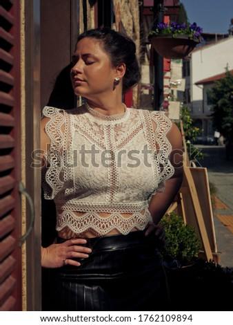 女性 通り 黒 壁 コントラスト 写真 ストックフォト © ElenaBatkova