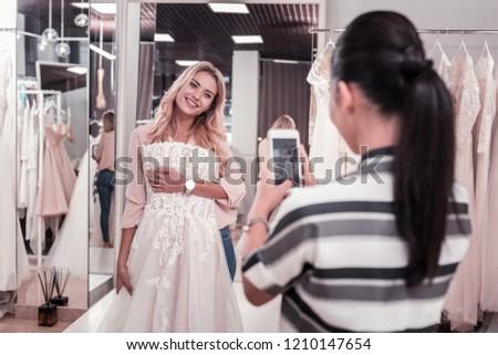 Kellemes néz fiatal női barna hajú fehér Stock fotó © vkstudio