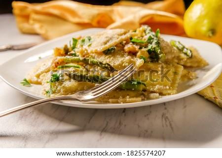 Espargos queijo parmesão salsa saudável primavera Foto stock © dash