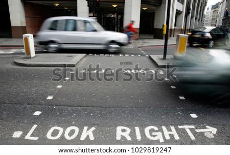 Néz helyes figyelmeztetés gyalogos London utca Stock fotó © 5xinc