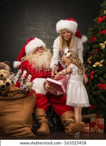 mikulás · aranyos · leányunoka · portré · ül · karácsonyfa - stock fotó © hasloo