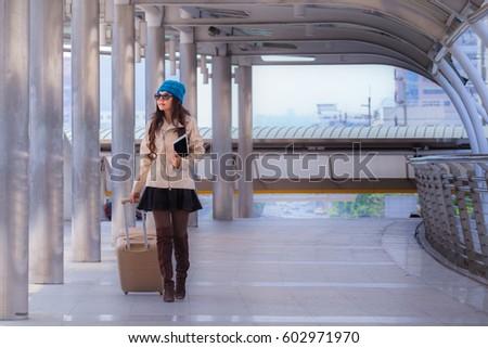 азиатских · путешествия · женщину · свитер · пальто - Сток-фото © frameangel