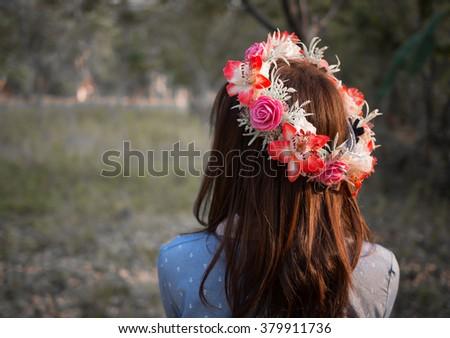 Gyönyörű nő virág korona smink rózsaszín lánc Stock fotó © DenisMArt