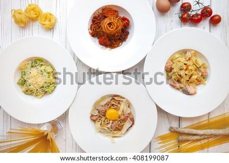 Blanco placas diferente italiano decorado ingredientes Foto stock © Yatsenko