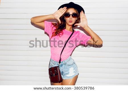 小さな · かなり · スタイリッシュ · 女性 · 赤 · カーテン - ストックフォト © iordani