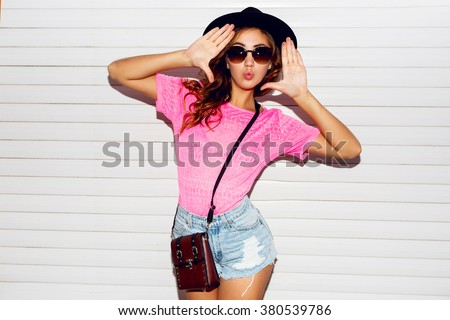 jonge · mooie · stijlvol · vrouw · Rood · gordijn - stockfoto © iordani