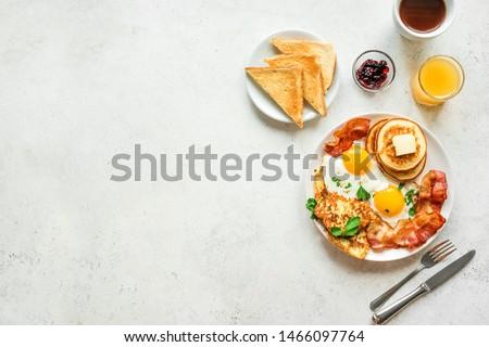 café · da · manhã · frito · ovos · bacon · café · manteiga - foto stock © makyzz