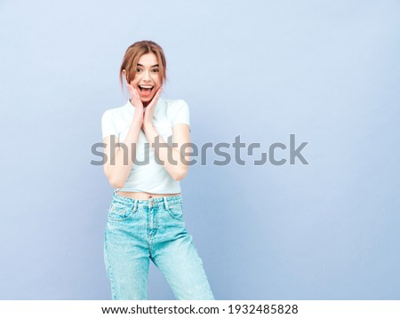 7cb5ba87e6cadd Brunette vrouw toevallig kleding zonnebril Stockfoto © deandrobot