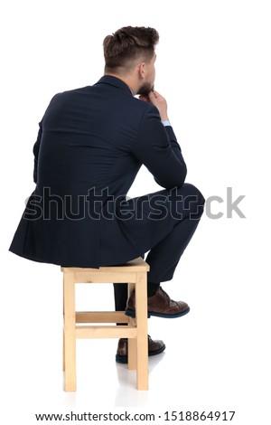 Ver de volta jovem empresário espera entrevista de emprego Foto stock © feedough