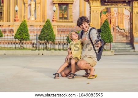 Baba oğul bakmak önemli tapınak phuket Stok fotoğraf © galitskaya