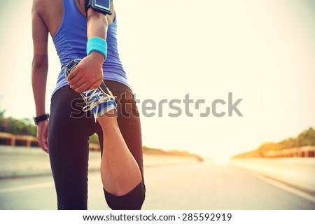 mulher · jovem · corredor · corrida · outono · parque · imagem - foto stock © freedomz