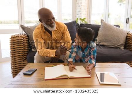 Trots afro-amerikaanse grootvader helpen Stockfoto © wavebreak_media