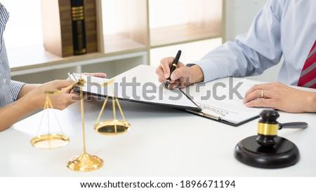 ügyfél partner ügyvédek megbeszél irat szerződés Stock fotó © snowing