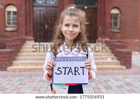 Menina lousa palavras de volta à escola vetor Foto stock © carodi