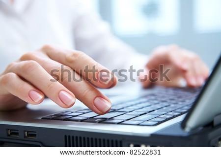 kisajtolás · kulcsok · kép · női · ujjak · számítógép - stock fotó © scornejor