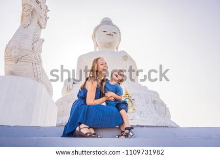 anya · fiú · turisták · nagy · Buddha · szobor - stock fotó © galitskaya