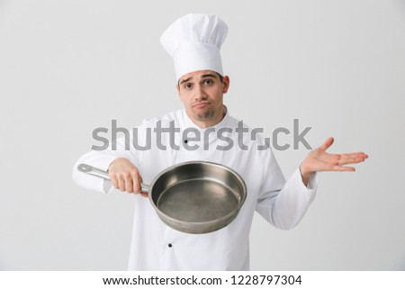 Confuz tânăr bucătar-şef izolat alb Imagine de stoc © deandrobot