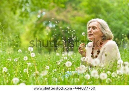 Gelukkig senior vrouw zomer park ouderdom Stockfoto © dolgachov