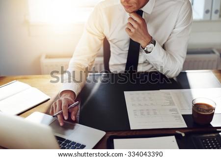 Iş adamı muhasebeci çalışma finansal yatırım yazı Stok fotoğraf © Freedomz