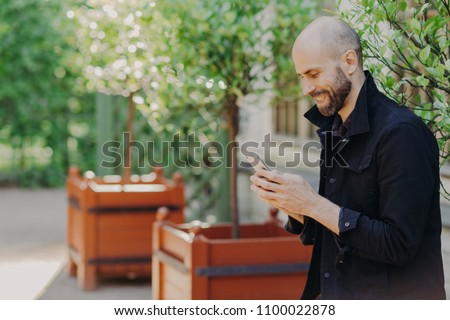Horizontaal shot gelukkig kaal mannelijke Stockfoto © vkstudio
