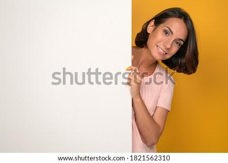 Foto bella gioioso donna sorridente punta guance Foto d'archivio © deandrobot