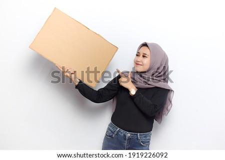 Arab muslim woman standing holding blank sign isolated on white  Stock photo © NikoDzhi