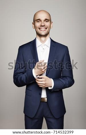 boldog · üzletember · néz · emel · szürke · fal - stock fotó © filipw