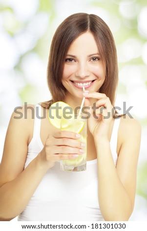 Sarı içmek limonata meyve suyu limon kadın Stok fotoğraf © rogistok