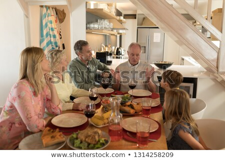 家族 その他 食事 ダイニングテーブル ホーム 女性 ストックフォト © wavebreak_media