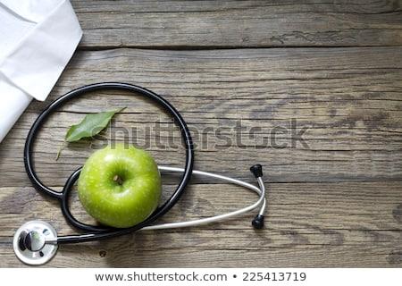 appel · hand · groene · rode · appel · schoonheid - stockfoto © melpomene