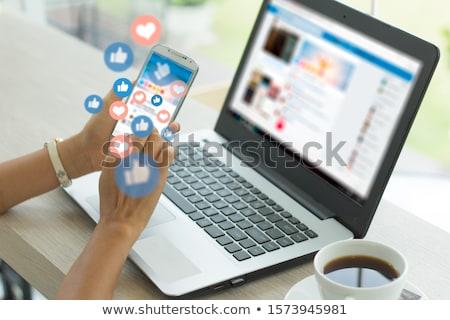 Közösségi média gomb modern számítógép billentyűzet szó partnerek Stock fotó © tashatuvango