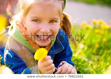 Vrolijk blond meisje glimlachend groene ogen aantrekkelijk Stockfoto © justinb